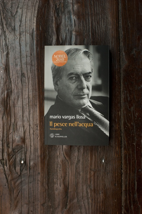 Il pesce nell'acqua, autobiography by the Nobel Prize in Literature Mario Vargas Llosa (published by Libri Scheiwiller, Milan 2011)