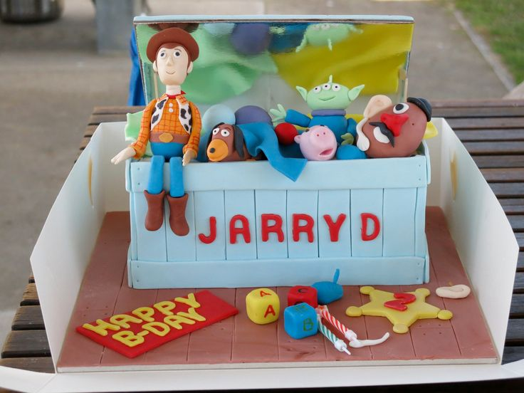 Toy story chest cake