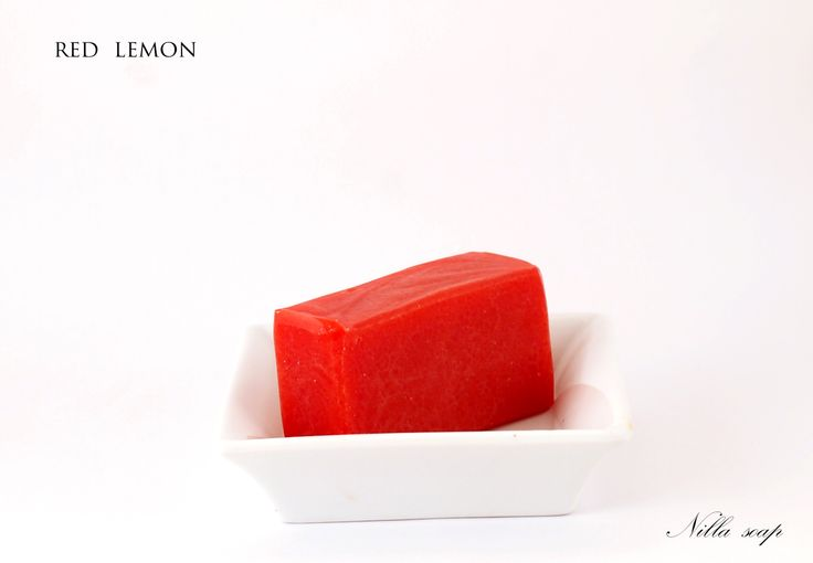 Nourishing soap thanks to shea butter and scented with lemon essential soap. Very special thanks to intensive red color.