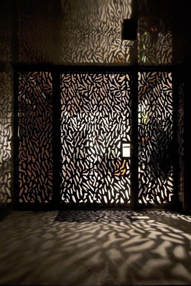 Maison Escalier / Moussafir Architectes Associés #door #detail
