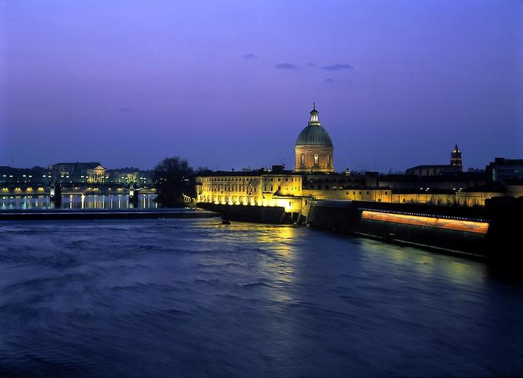 HÔTEL DIEU SAINT-JACQUES - Propriété des Hôpitaux de Toulouse, l'Hôtel-Dieu Saint-Jacques veille depuis huit siècles sur les rives de la Garonne, iIlustration parfaite de ces édifices qui servirent de halte sur la route de Saint-Jacques-de-Compostelle.