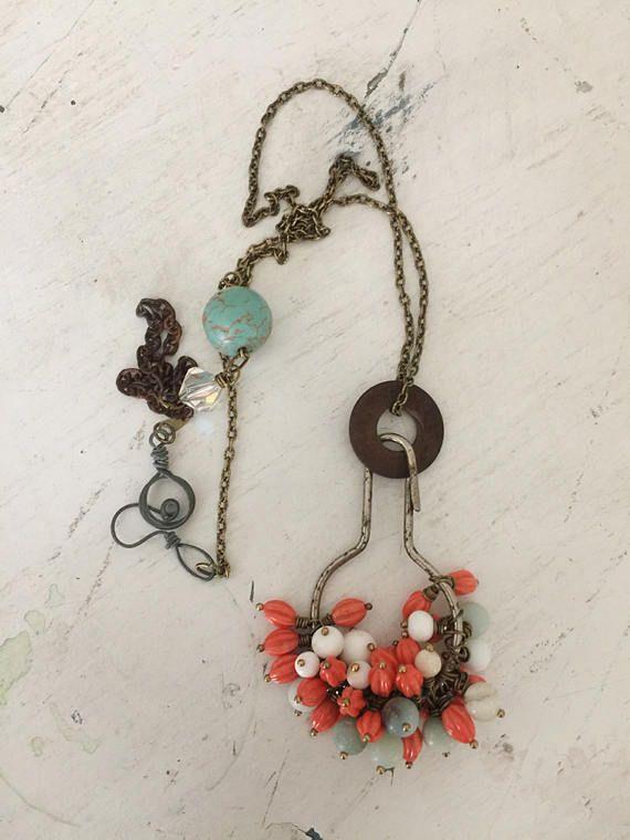 gobbet ~ upcycled perles collier, objet trouvé bijoux, bijoux altérée, bijoux recup, amas de perles, collier vintage, bricolage boho chic