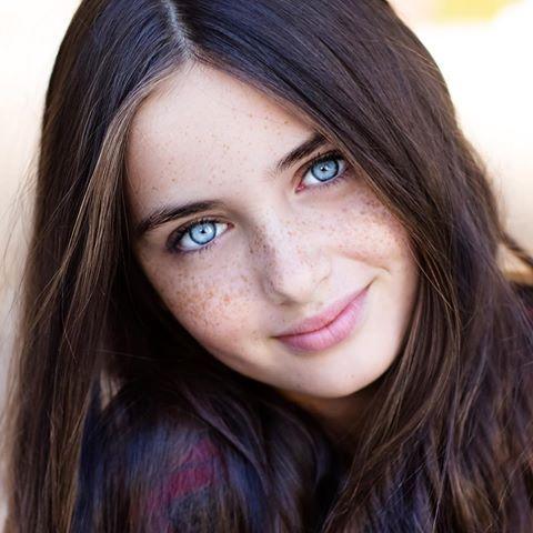Lilly Kruk/blue eyes