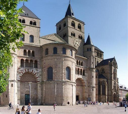 A trieri Szent Péter-dóm Németország legrégebbi temploma, a Világörökség része.