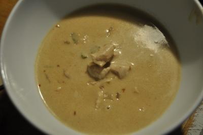 Spicy suppe med kylling og peanøtter