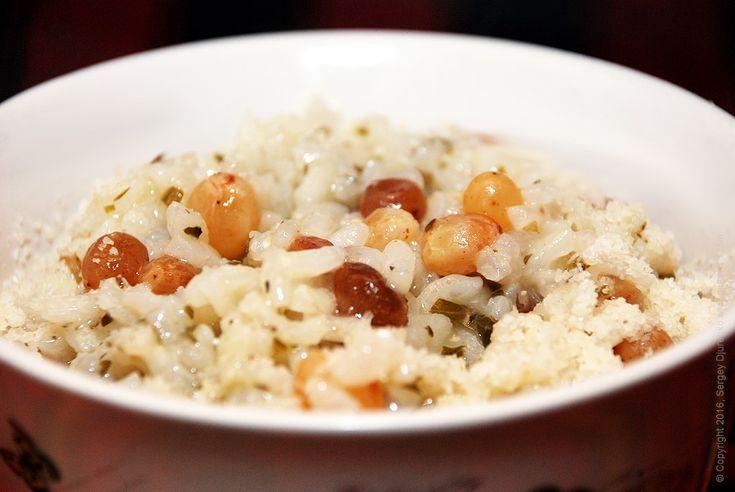 Рис с изюмом - ризотто по-венециански.Стоит попробовать невероятно вкусное ризотто с изюмом, зеленью и пармезаном. Это самое простое ризотто