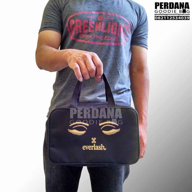 Tas promosi dibuat dengan model jinjing dan bentuk ...