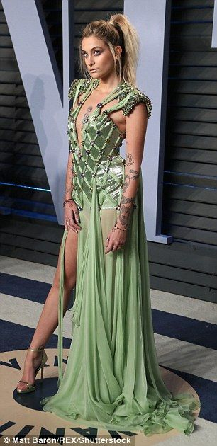Paris Jackson dons plunging gown for Oscars party | Daily Mail Online