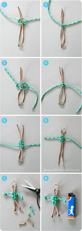 Att knyta gubbar av tjocka knytsnören/nylonsnören, s k Paracord, går på ett kick och de är riktigt söta att använda som nyckelringar eller som dekoration på barnens skolväskor. Du knyter kroppen med m