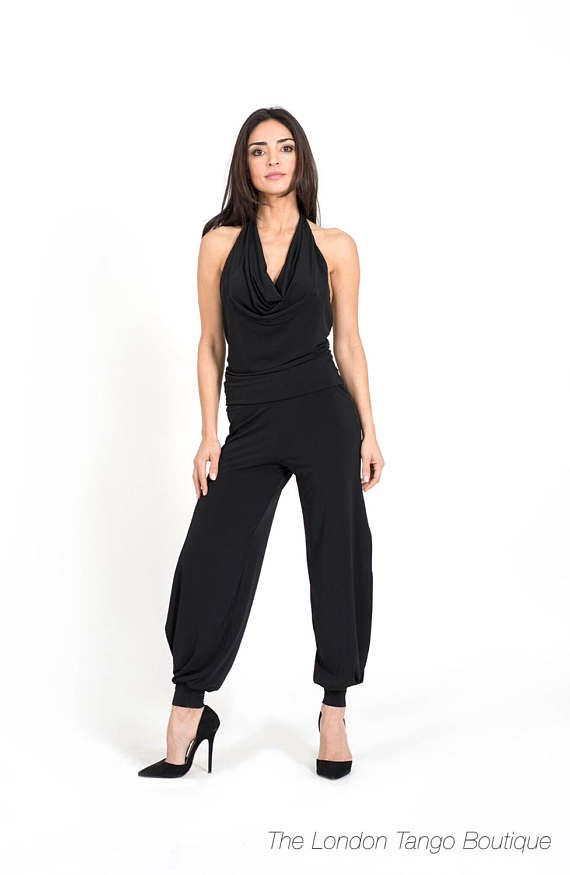 Elegant and classic tango trousers for ladies in soft jersey with side slits. SIZE CHART IN CENTIMETERS (INCHES) Extra Small: BUST: 82 (32), WAIST: 65 (25.5), HIPS: 86.5 (34) Small: BUST: 87 (34), WAIST: 69 (27.5), HIPS: 91.5 (36) Medium: BUST: 92 (36), WAIST: 74 (29.5), HIPS: 96.5