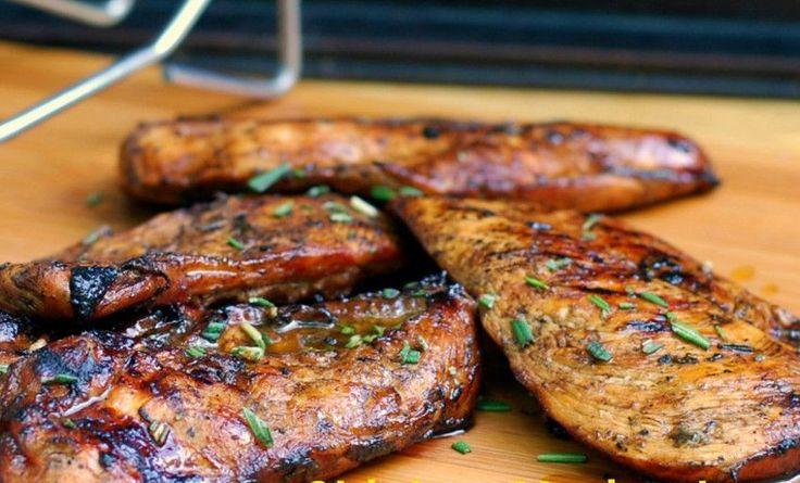 Voici une marinade grecque absolument délicieuse et qui prend un gros 5 minutes à faire! Parfait pour le poulet, le bœuf ou le porc...
