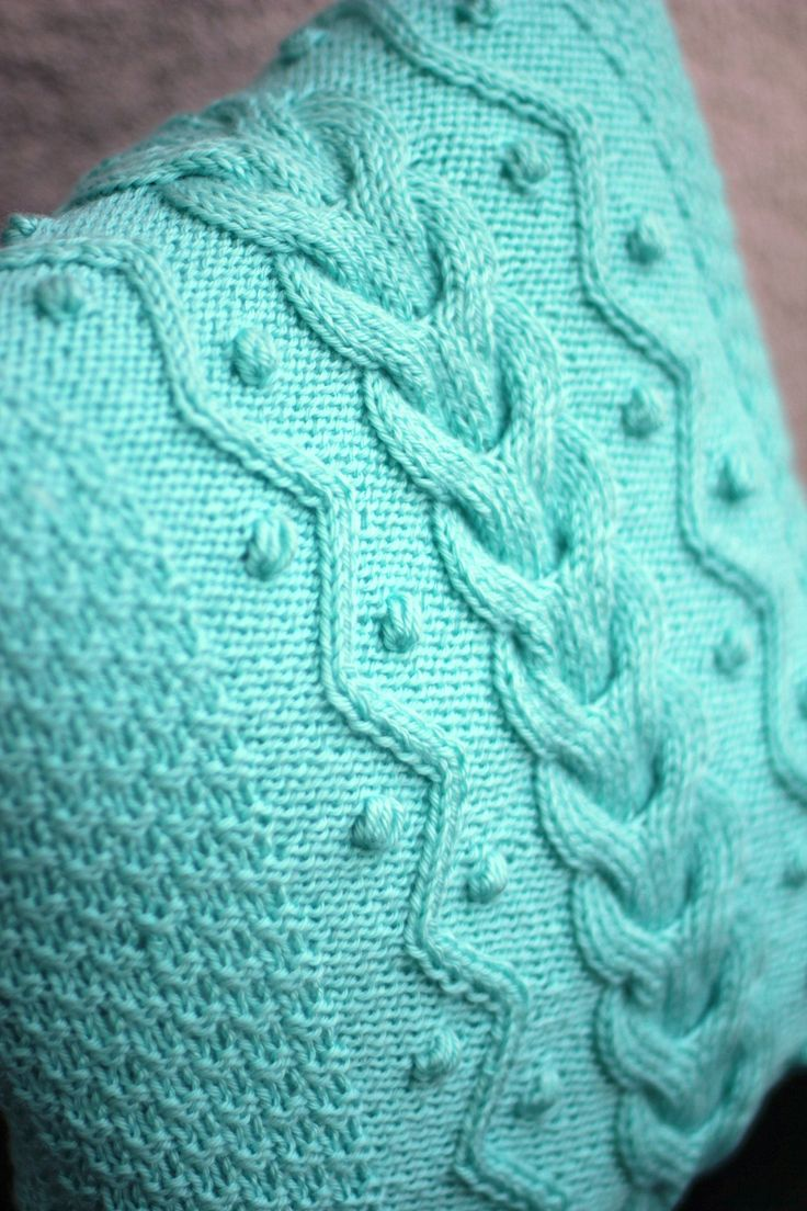 Hand knit pillow case with cable patterns and nupps.It also has a coconut shell & 403 best COUSSINS images on Pinterest | Cushions Knit pillow and ... pillowsntoast.com