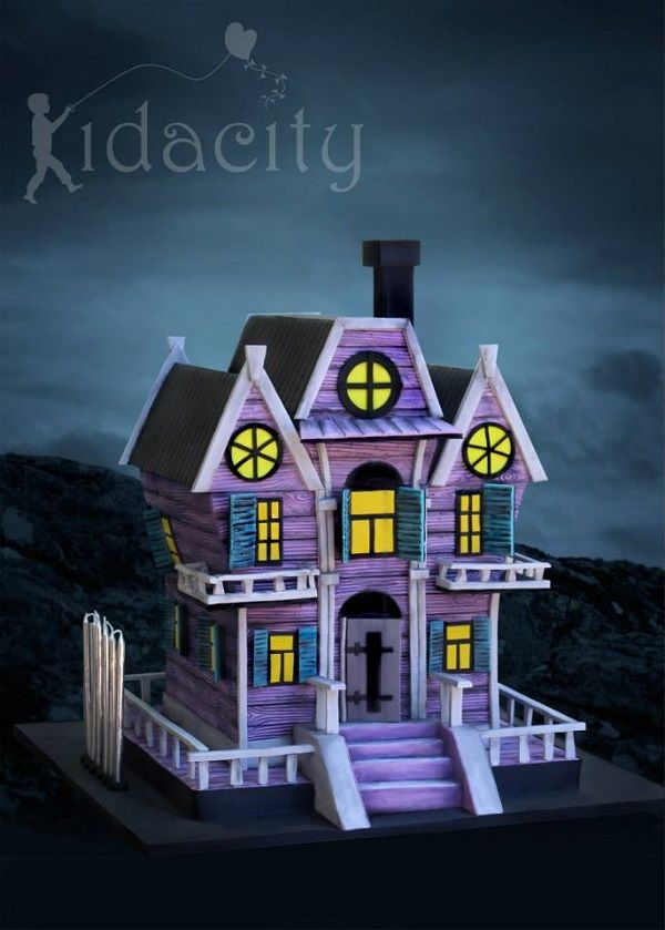 Best 25 house cake ideas on pinterest christmas for Spooky haunted house ideas