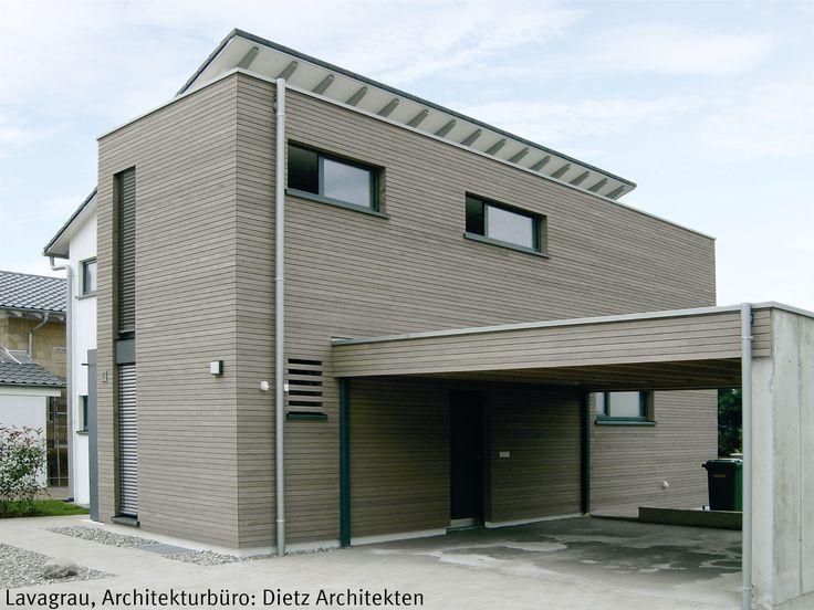 Objekt: Wohnhaus | Vorvergraute Holzfassade | Produkt: Dura Patina, Rhombusleiste, Lavagrau | graue Fassade:  Holz Glas Kombination, grau, horizontale…