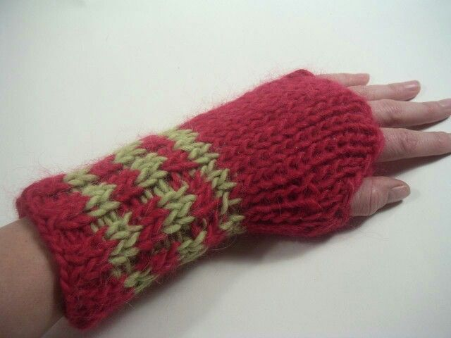 Simple hand warmer Knitting Pinterest Hand warmers, Hands and Simple