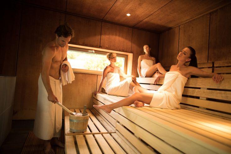 Richtiges Saunieren ist in den kalten Winterwochen wie Balsam für Bindegewebe, Kreislauf, Atmungsorgane, Immunsystem - und die Psyche. Im Larimar mit besonderen Sauna-Aufguss-Erlebnissen vom Wohlfühlaufgussmeister!