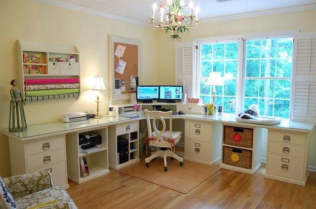 Decorator Susan from blog Between Naps on the Porch; I love this corner desk, I mean lloovvee!