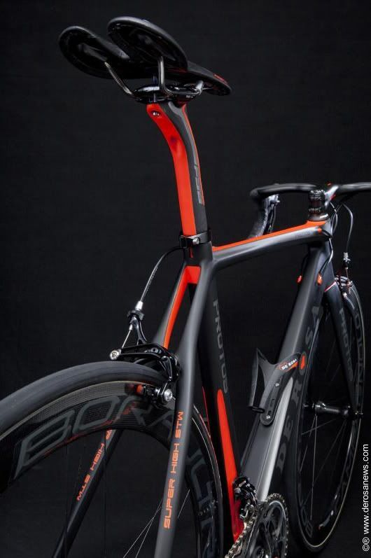 de rosa protos Beautiful. i love this new trend of painting the inside of the frame areas..JK