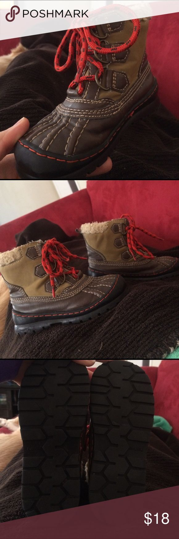 Baby gap duck winter snow boots suede, 9 Baby gap duck winter snow boots suede with orange laces toddler size 9, good clean condition. Please see photos. Smoke-free home. Shoes Rain & Snow Boots
