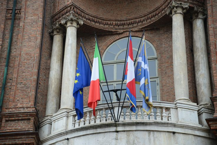 Four different flags wave on the facade of #PalazzoCarignano, building of great historical value for Italian history,  in #Turin: the European flag, the Italian flag,  the Piedmont flag and the Turinese flag.