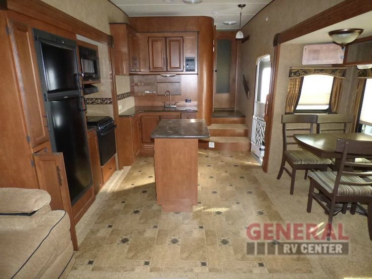 Used 2012 Winnebago Industries Towables Raven 3250 RE Fifth Wheel at General RV | North Canton, OH | #118841