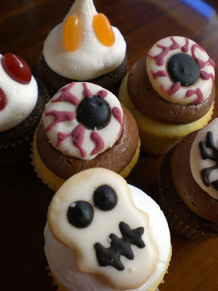 10 best images about october cupcakes on pinterest cream for Halloween mini cupcake decorating ideas