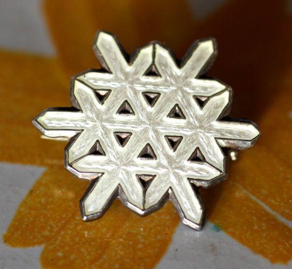 Ottar Hval. Brosje i sterling sølv, med emalje. Vintage