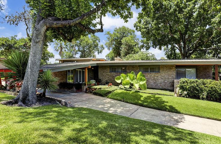 Midcentury gem with party room wants $425K - Curbedclockmenumore-arrow : The Glenbrook Valley, Houston, home has only had three owners