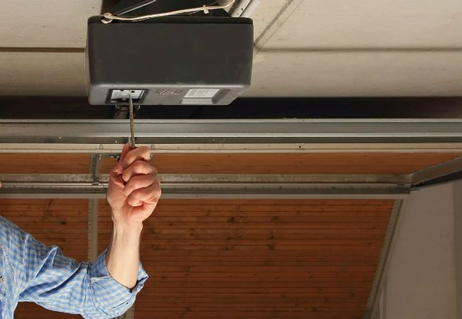 How to fix a garage door that won't close