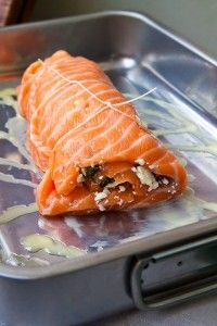 Spenat- och fetafylld laxrulle ~ Salmon roll filled with spinach and feta cheese