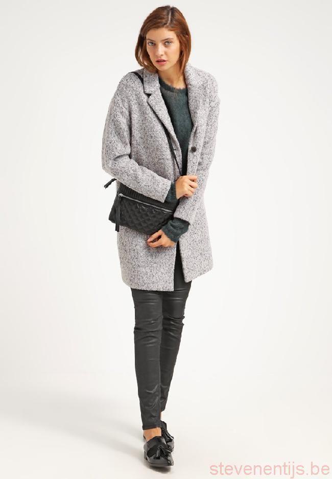 Weer een nieuwe winterjas voor een nieuwe week! Met maar liefst 30% kun je deze elegante jas van Selected Femme bij Aldoor kopen. #uitverkoop #winterjas #damesmode #aldoor #korting