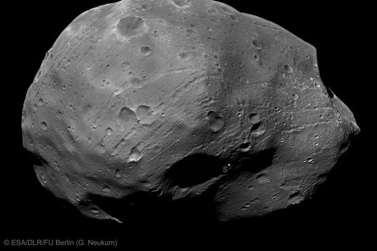 Le pôle sud de Phobos vu par Mars Express