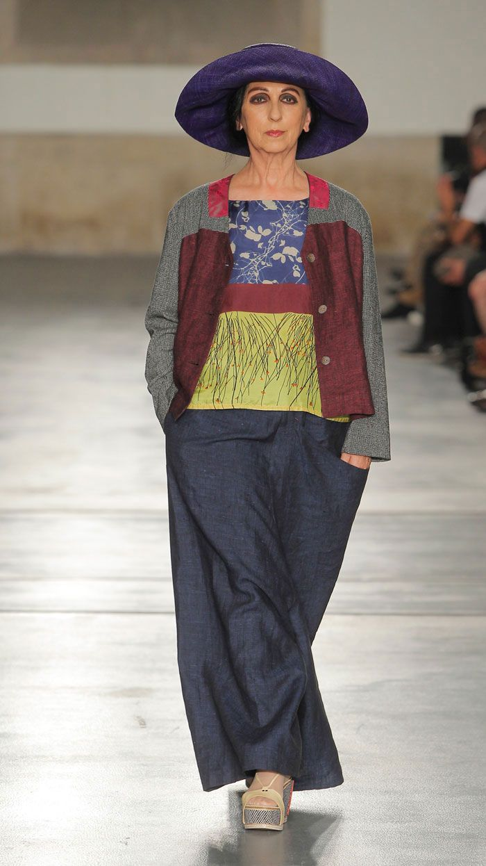 Trousers : Trousers Yogi. LOVE the top and jacket. The pants make her look fat
