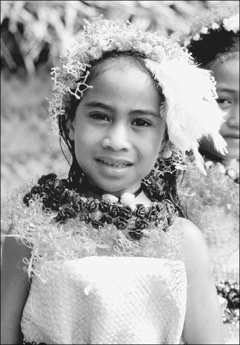 Tongan Culture | Girl in traditional dress of Tonga Islands. While native Tongan ...