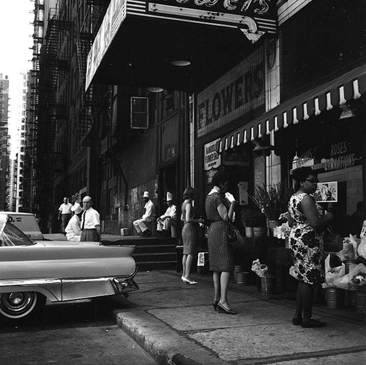 VIVIAN MAIERChicago (Randolph Street Flowershop), 1964For more information contact:The Jeffrey Goldstein Collection