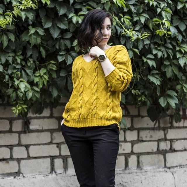 Золотистый (или горчичный?) пуловер из 100% мерсеризированного хлопка, размер 42-44  5500 #свитер #пуловер #вязаныйсвитер #вязанаяодежда #вязаниеназаказ #вязаниеспицами #golden #knitwear #knittfashion #knittstagram #модноевязание  #мода #естьbisknit