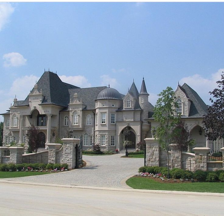 17 castlelike mansions that will fascinate you