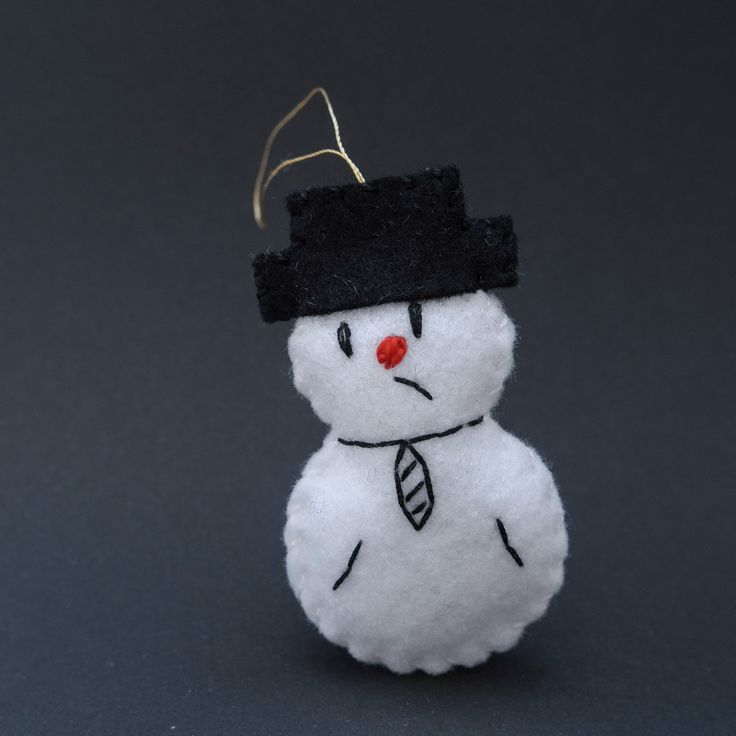 White snowmen decorations - hanging ornaments, hanging decoration, hanging decor, black and white - by HalloweenOrChristmas on Etsy