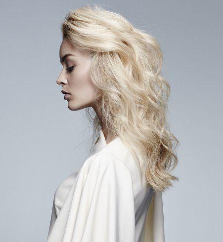Coiffure de soirée : les cheveux wavy
