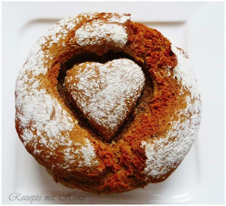 Der Duft von frisch gebackenem Brot im Haus ist doch fantastisch. Dieses herzige Brot hat einen kräftign Geschmack und eine knusprige Kruste.  Ihr benötigt: ♡ 200 g Roggenkörner ♡ 400 g Dinke…