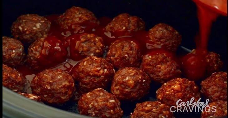 Elle dépose 70 boulettes de viande maison dans sa mijoteuse... mais la sauce qu'elle ajoute vient tout changer!