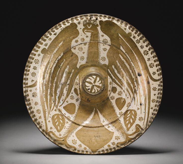 A MAGNIFICENT HISPANO-MORESQUE LUSTRE POTTERY DISH FEATURING A SPREAD EAGLE, VALENCIA, PROBABLY MANISES, CIRCA 1435-60