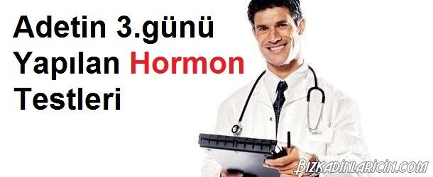 Adetin 3.günü Yapılan Hormon Testleri Nelerdir? - http://www.bizkadinlaricin.com/adetin-3-gunu-yapilan-hormon-testleri-nelerdir.html  Doğurganlık seviyesini ölçmenin bir yolu da hormonlara bakılmasıdır. Adetin 3.günü yapılan hormon testleri nelerdir? makalemizde bu konu hakkında bilgiler verdik. Kadınlarda menstrual dönemin yani adet döngüsünün 3. gününde kan testi yapılarak FSH hormonu düzeyi hakkında bilgi edinilir. Bu testin düşük çıkması k