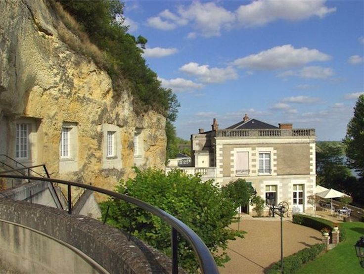 Troglodyte Lodgings: Les Hautes Roches in Rochecorbon, France