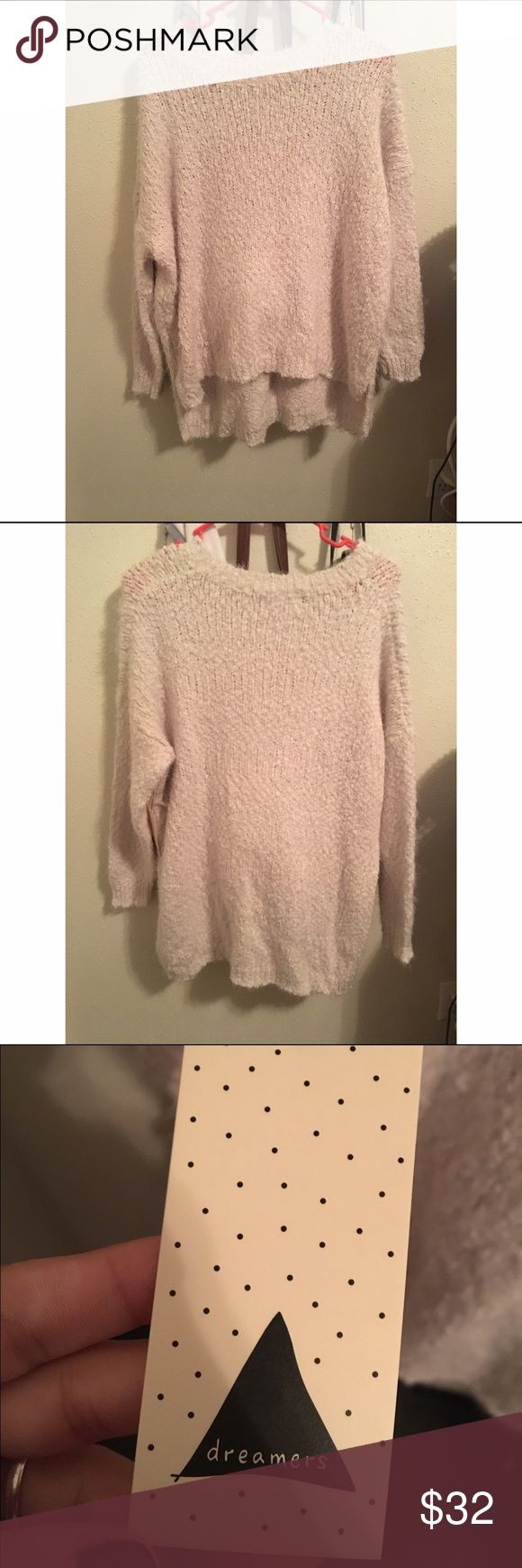 Shop AOF Aspyn Ovard sweater It's a super super soft sweater with a little hi low that was purchased from Aspyn Ovard's online store but it's the brand Dreamers. It's a size M/L Shop AOF Sweaters