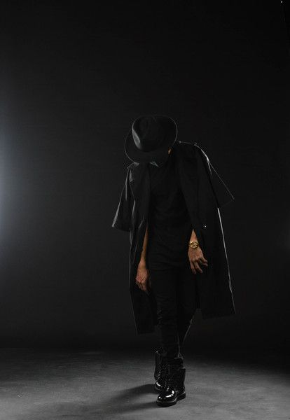 fedora hat + short sleeve trench coat