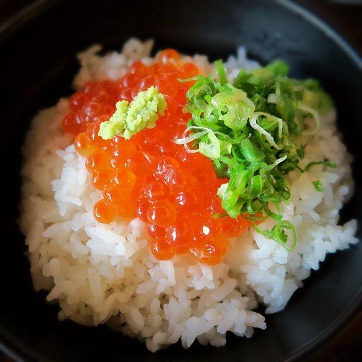 Ikuradon with wasabi and green onion Such perfect dish!!   お蕎麦やうどんもいいですが違ったものを食べたい時に お勧めないくら丼  #meijiseimen #ikuradon #costamesa #オレンジカウンティーで一番美味しいうどん #soba #japanesefood