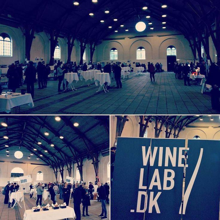 Live from #winemarket 5.0 in Aarhus. Lots of delicious wines from all over the world! #winemarket #aarhus #ridehuset #godvin #rødvin #hvidvin #mousserende #smagning #vinsmagning #winetasting #fb #tw #pin #italy #denmark #vininorden #hygge #winestyle
