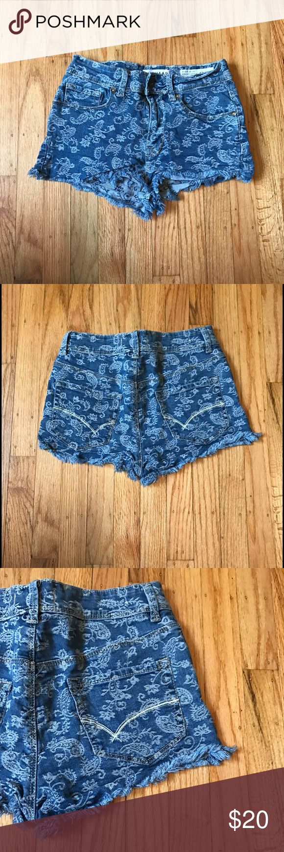 PacSun High-Rise Short Short Has floral print. Size 5 on the label, but fits size 26/27. Cheeky! No trades. Discounts on bundles with 3+ items. PacSun Shorts Jean Shorts