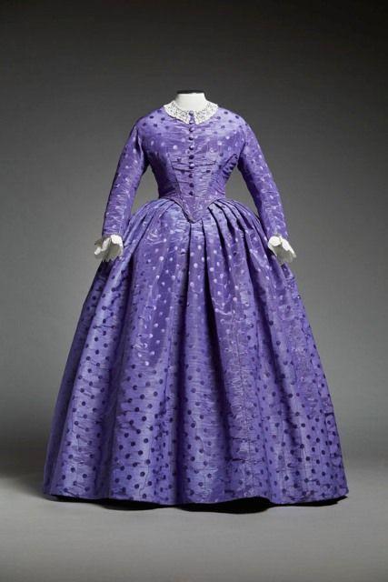Afternoon dress, 1856 | Musée du Costume et de la Dentelle
